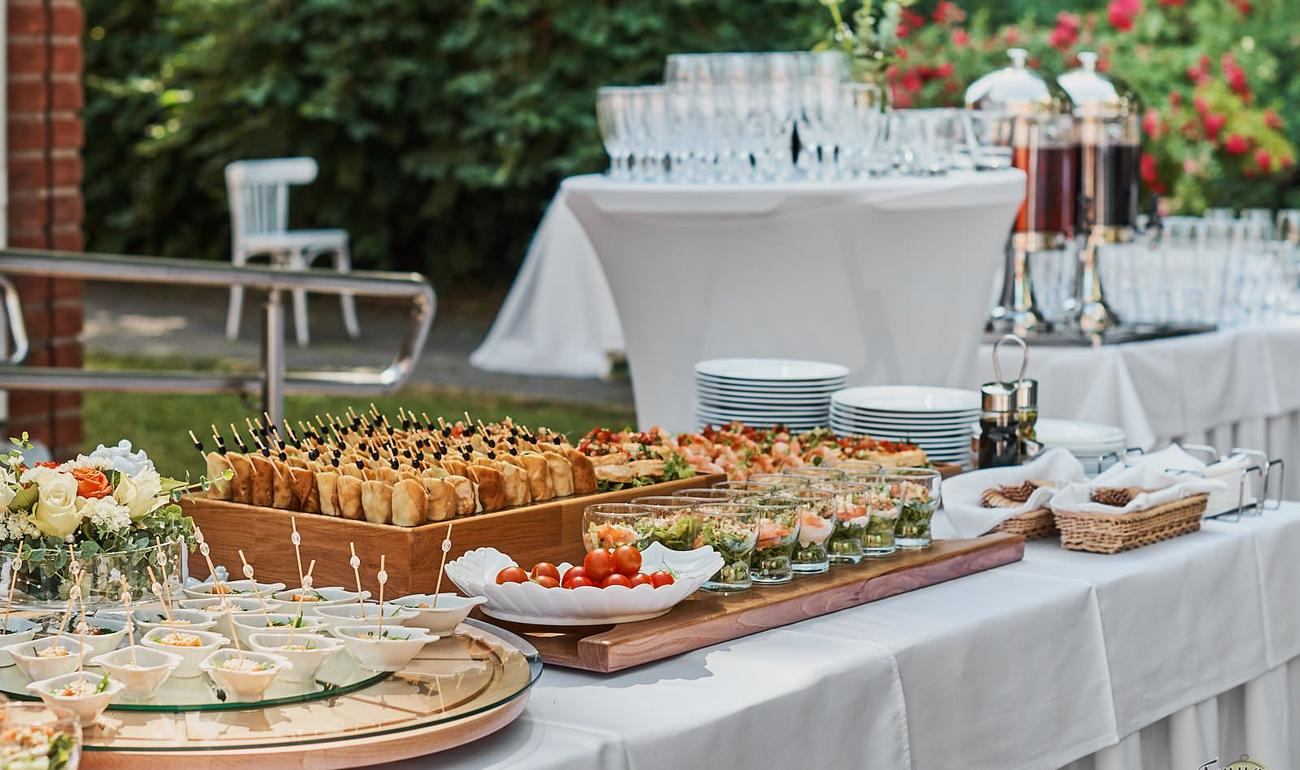 Фуршетный стол на свадьбе в картинках размещаются апартаментах